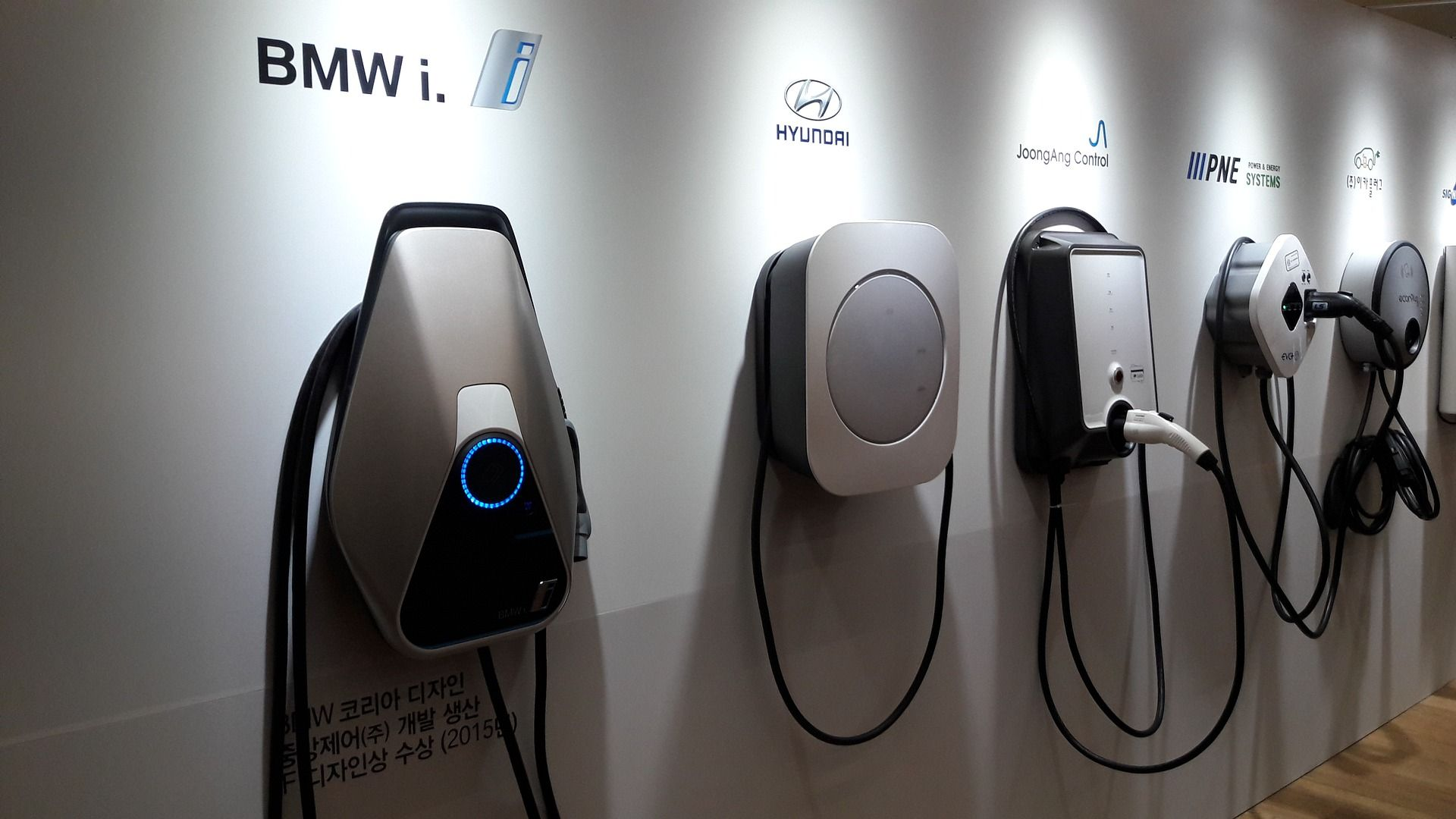 Merkel: 1 million car charging points in Germany by 2030
