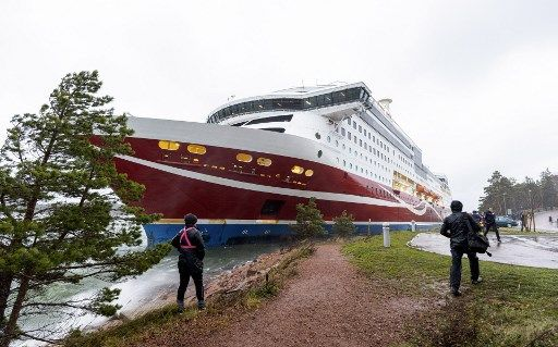 Finnish ferry runs aground in Baltic sea with nearly 430 aboard