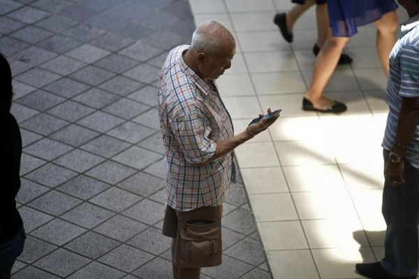 Low-income seniors to get mobile data plans that cost as little as $5 a month