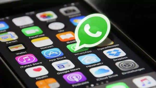 Here's how you can set custom wallpapers on WhatsApp for individual chats
