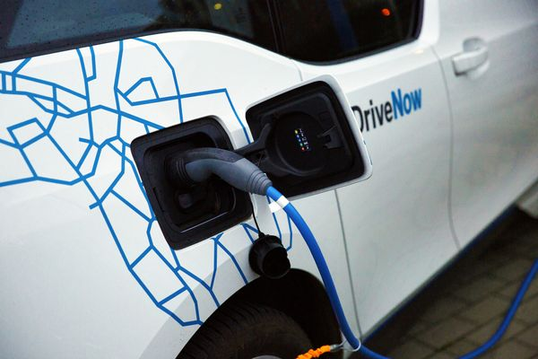 What are Hybrid Electric & Plug-in Hybrid Electric vehicles?